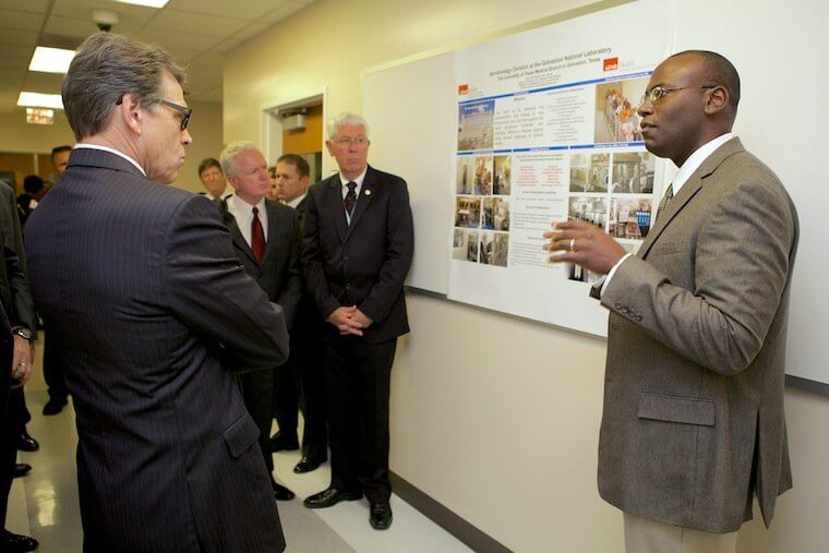 Gov. Rick Perry tours the Galveston National Laboratory at The University of Texas Medical Branch (Credit: Office of the Governor of Texas)