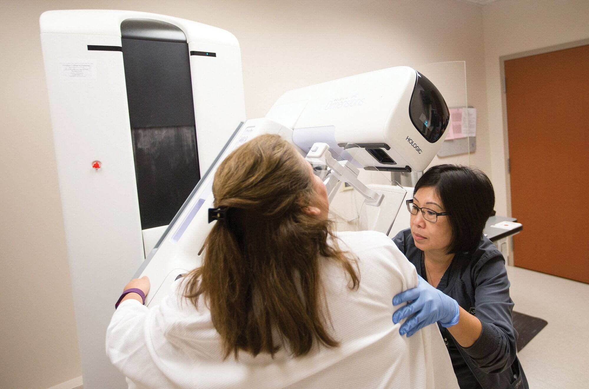 Mammography technologist Neena Bui gives a patient at MD Anderson a 3D mammogram.
