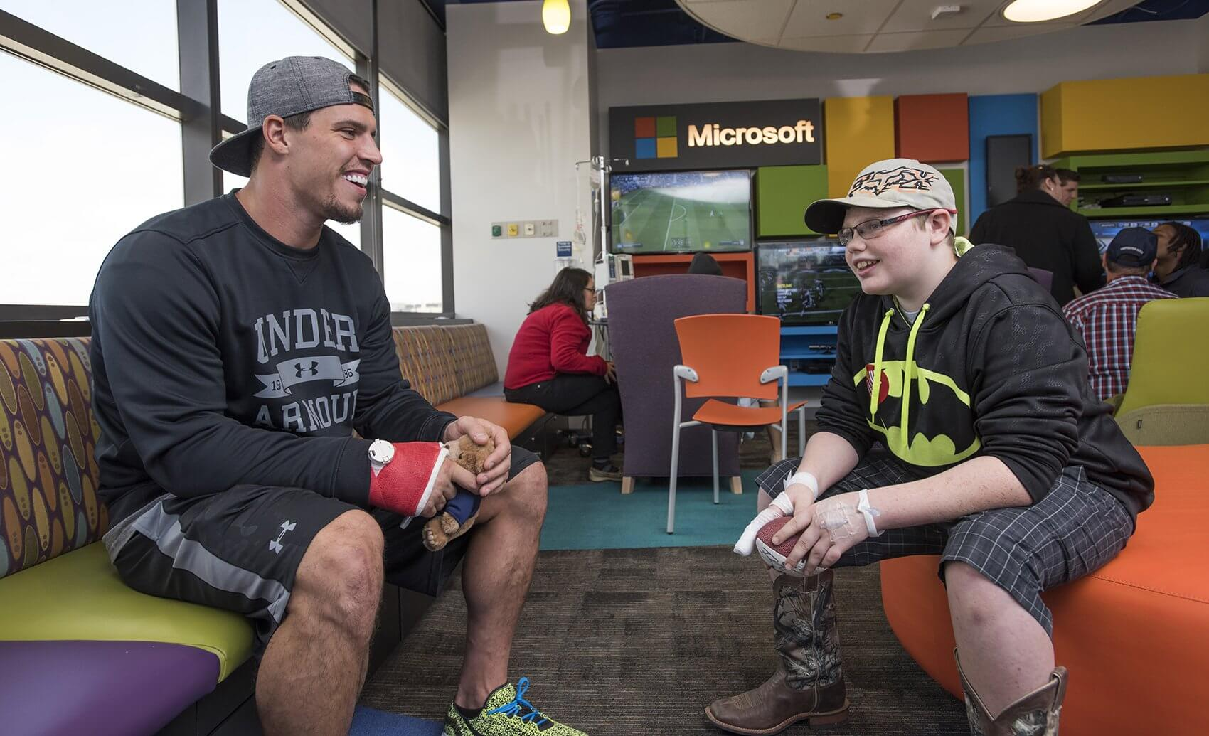 Linebacker Brian Cushing with Joseph Dillon Autrey. (Credit: Allen S. Kramer/Texas Children's Hospital)