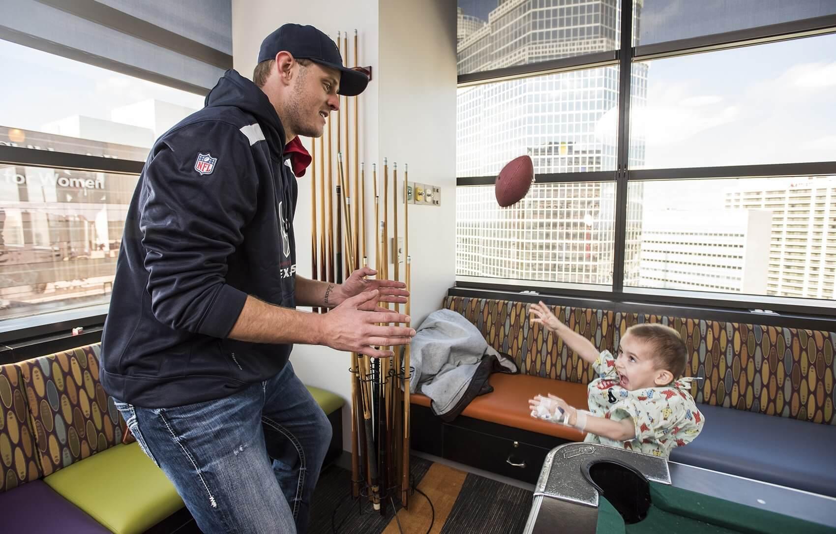 Texans quarterback Ryan Mallett plays catch with Jeremiah Green. (Credit: Allen S. Kramer/Texas Children's Hospital)