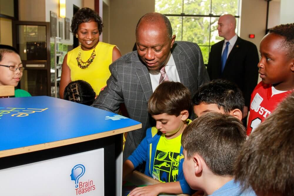 Mayor Turner and  President & CEO Melanie Johnson playing Brain Teasers with The Health Museum summer campers Photography/Gary Fountain