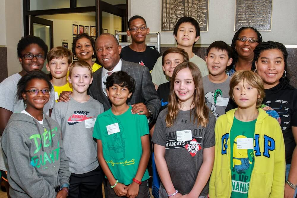 Mayor Turner and summer campers  Photography/Gary Fountain