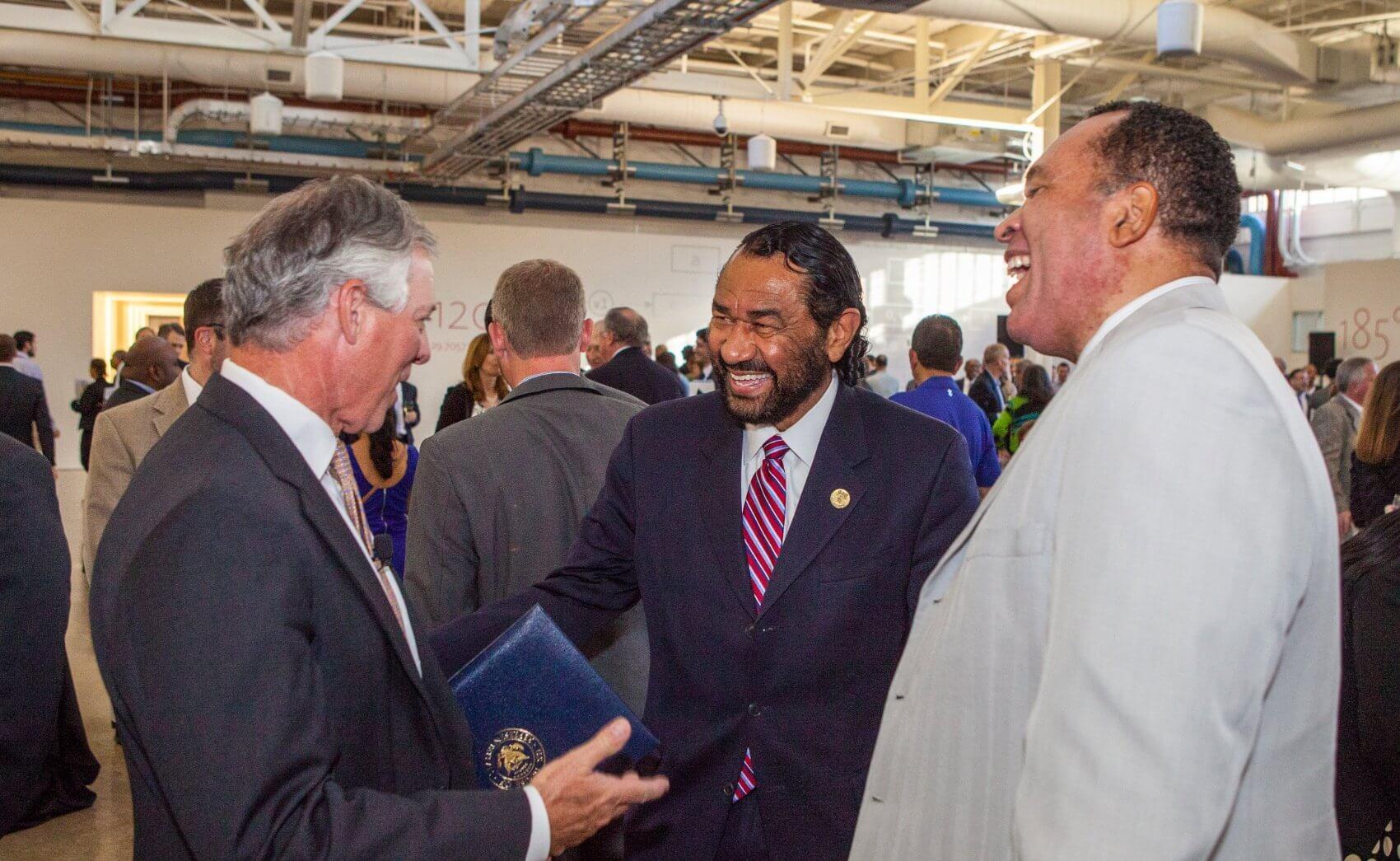 Congressman Al Green chats with Robbins. (Credit: Nick de la Torre)