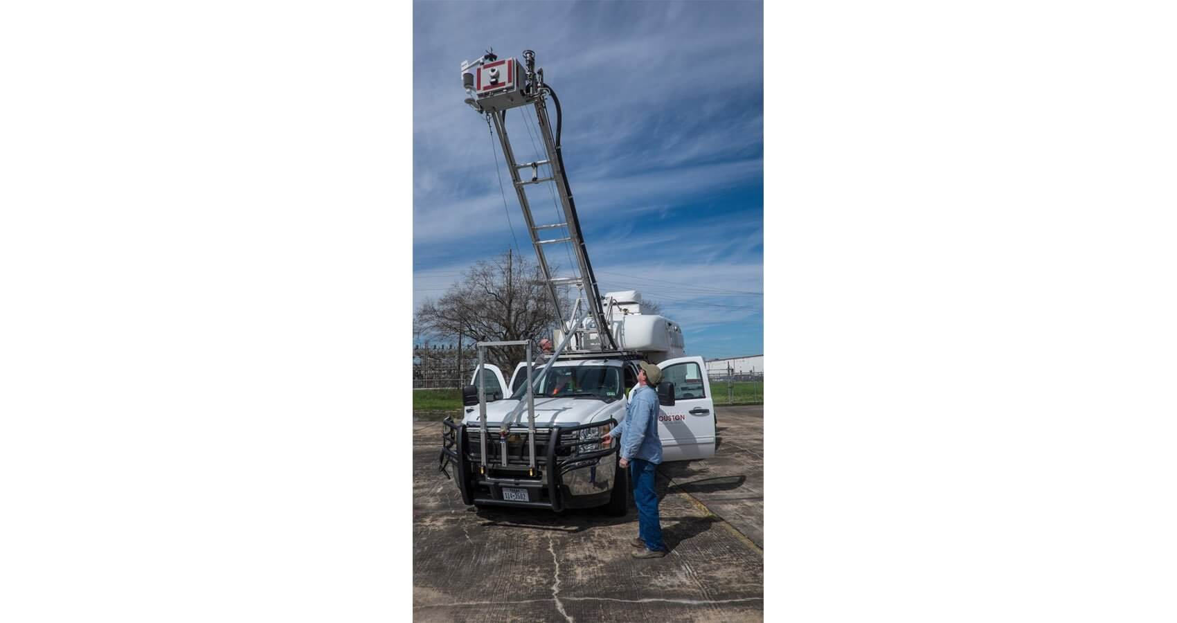 The Mobile Environmental Lab with mast raised. (Credit: Jeff Fitlow/Rice University)