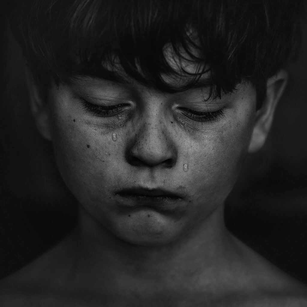 alone-black-and-white-boy-551590