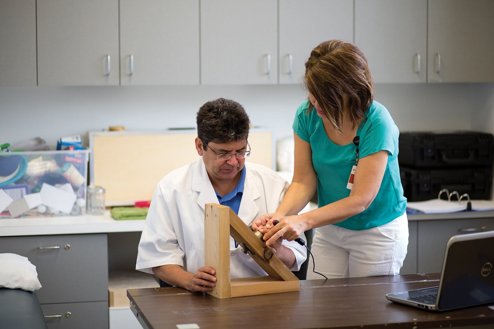 Physical therapist Nuray Yozbatiran, Ph.D., works with patient and stroke survivor Paul Kelly on improving function and control in his left hand as part of a clinical trial.