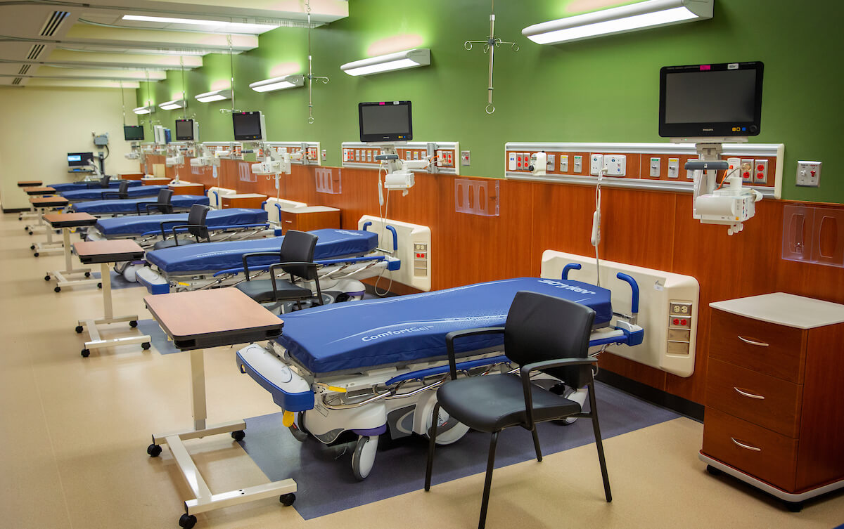 The new space is equipped with 18 pre-operative care and-post-operative care beds.